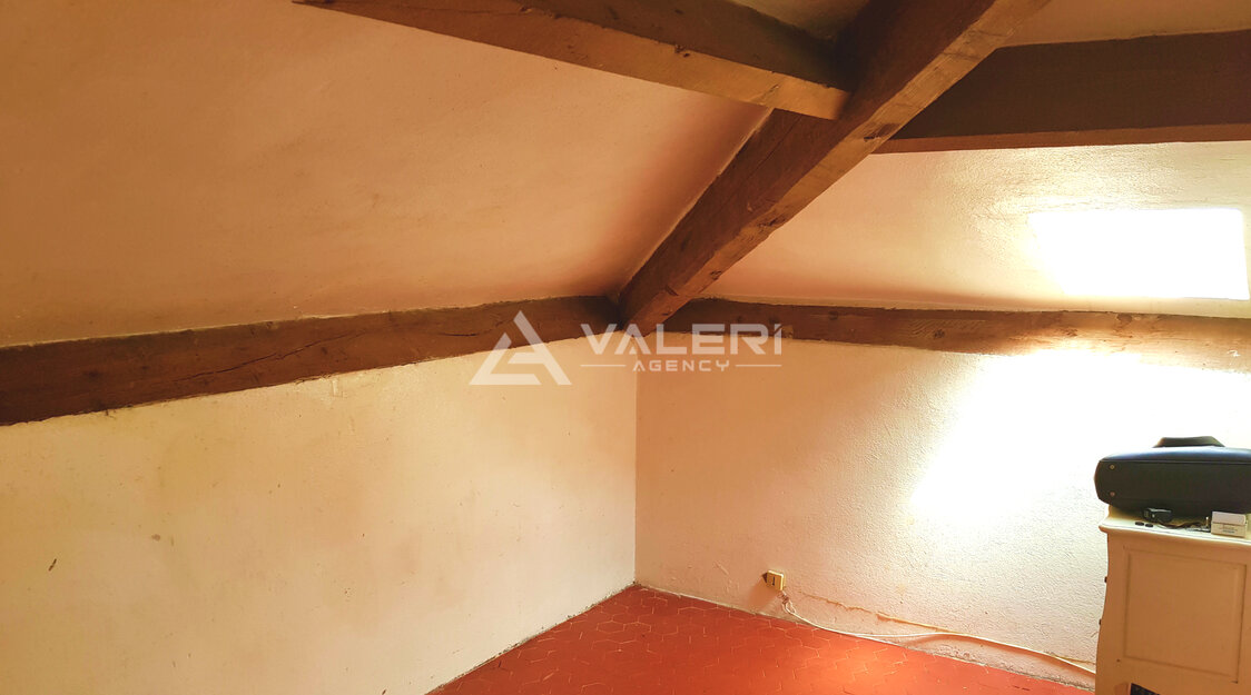 Golden Square - Maiden room