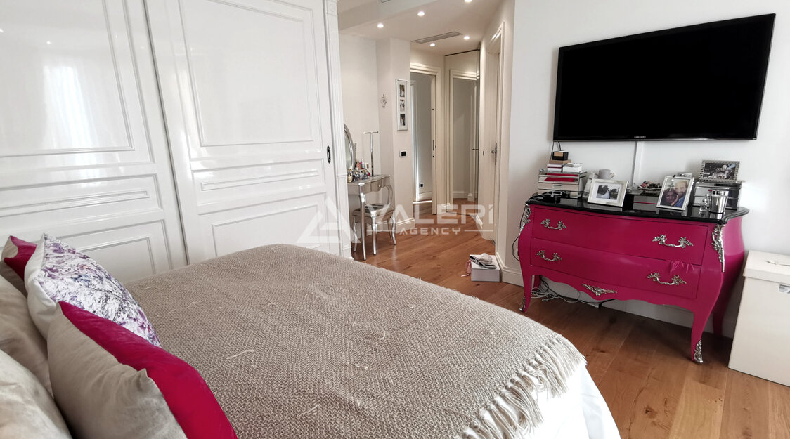 Bourgeois central - 2/3 bedrooms flat  luxuriously renovated