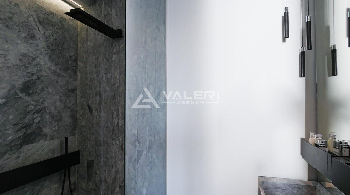 CHATEAU D'AZUR:  Bilocale arredato in stile contemporaneo vista mare